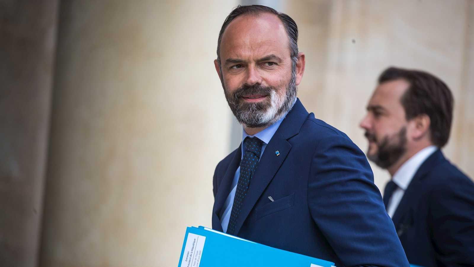 Boletines RNE - Dimite el primer ministro francés, Édouard Philippe, tras el descalabro del partido presidencial en las elecciones municipales - Escuchar ahora