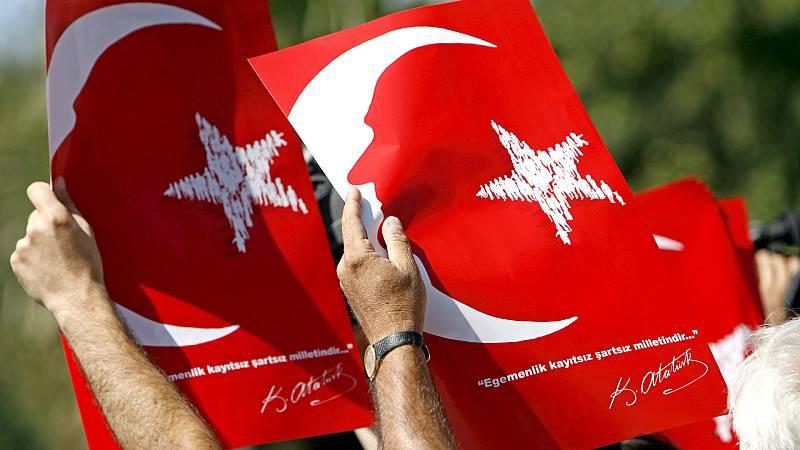 España a las 8 Fin de Semana - Un tribunal turco condena a prisión a varios activistas de derechos humanos por cargos relacionados con terrorismo - Escuchar ahora