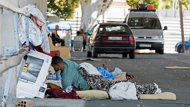 """Las mañanas de RNE con Íñigo Alfonso - El vínculo entre la pobreza y el virus: """"La miseria acarrea más riesgo de contraer la enfermedad"""" - Escuchar ahora"""