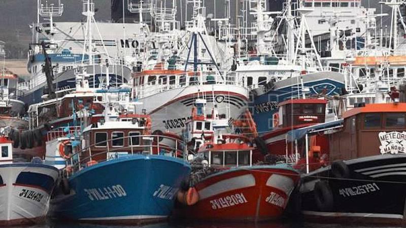 Las mañanas de RNE con Íñigo Alfonso - Redes llenas y bolsillos vacíos: vivir de la pesca en Galicia en tiempos de pandemia - Escuchar ahora