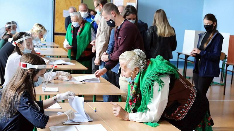 Boletines RNE - Mascarillas, distancia de seguridad han marcado la jornada electoral de Galia y País Vasco - Escuchar ahora