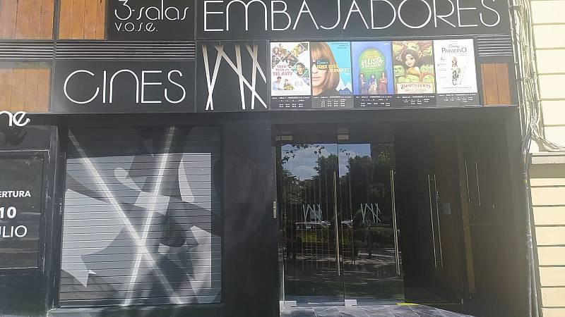 Por tres razones - Cierra un banco y abre un cine: el Cine Embajadores - Escuchar ahora