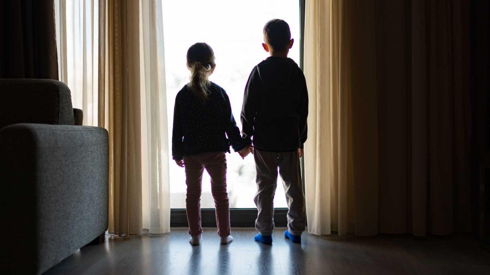 Las mañanas de RNE con Íñigo Alfonso - 50.000 niños y adolescentes viven sin sus familias en España - Escuchar ahora