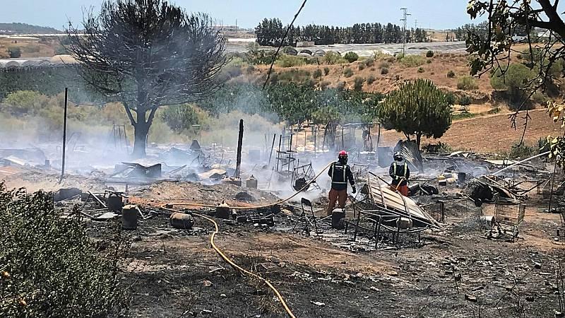 14 horas - Tercer incendio en un campamento de temporeros en Huelva en cinco días - Escuchar ahora