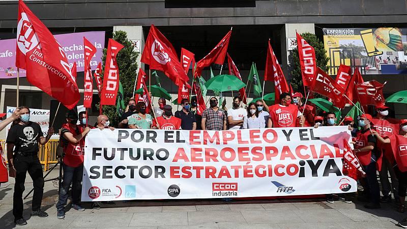 Boletines RNE - Los trabajadores de Airbus se manifiestan contra los despidos - Escuchar ahora