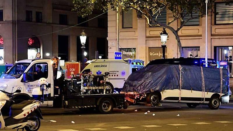 24 horas - La Fiscalía pide penas de entre 8 y 41 años de cárcel para los tres procesados por los atentados de Cataluña - Escuchar ahora