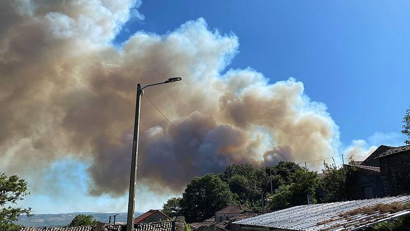Boletines RNE - Continúa activo el incendio declarado en Ourense: más de 200 hectáreas arrasadas - Escuchar ahora