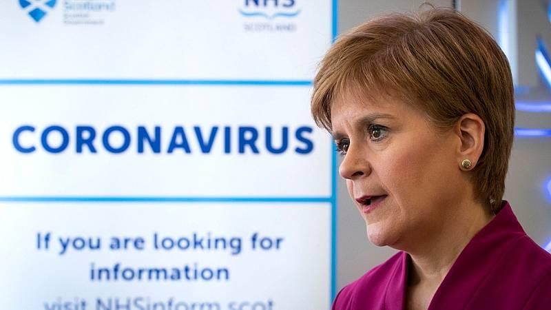 24 horas fin de semana - 20 horas - Reino Unido y  Escocia volverá a imponer la cuarentena a todos los que regresen de España - Escuchar ahora