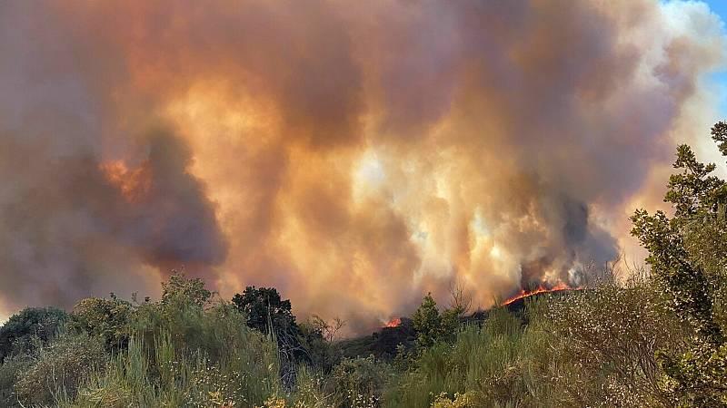 24 horas fin de semana - 20 horas - El incendio de Monterrei  en Galicia sigue activo tras acercarse peligrosamente a las viviendas - Escuchar ahora