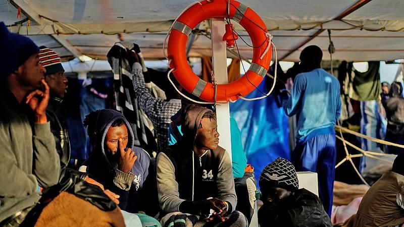 14 horas - 72 personas al mes mueren en las travesías migratorias africanas al día, según ACNUR - Escuchar ahora
