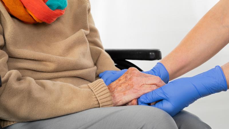 """24 horas - COVID-19 y residencias de mayores: """"La coordinación socio-sanitaria es fundamental y muchas veces no ha sido posible"""" - Escuchar ahora"""