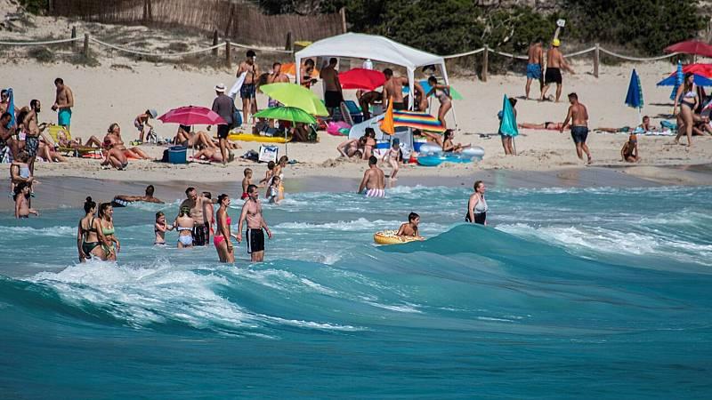 14 horas fin de semana - Baleares y Canarias esperan un acuerdo con el Reino Unido para salvar la temporada turística - Escuchar ahora