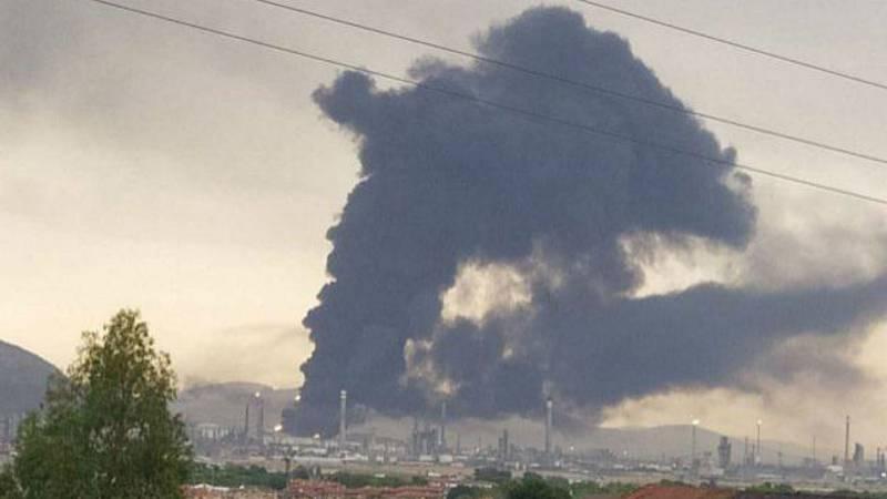 Boletines - Un rayo provoca una explosión en la refinería de Repsol en Puertollano - Escuchar ahora