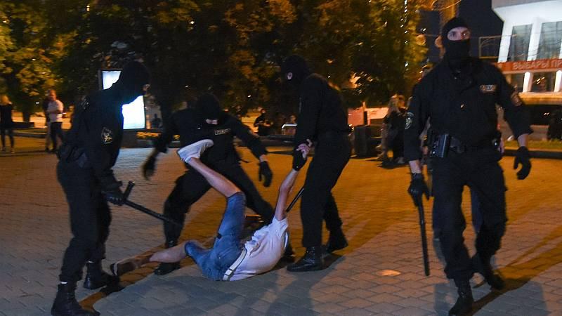 Boletines RNE - Las protestas aumentan en Bielorrusia tras la victoria de Lukashenko - Escuchar ahora