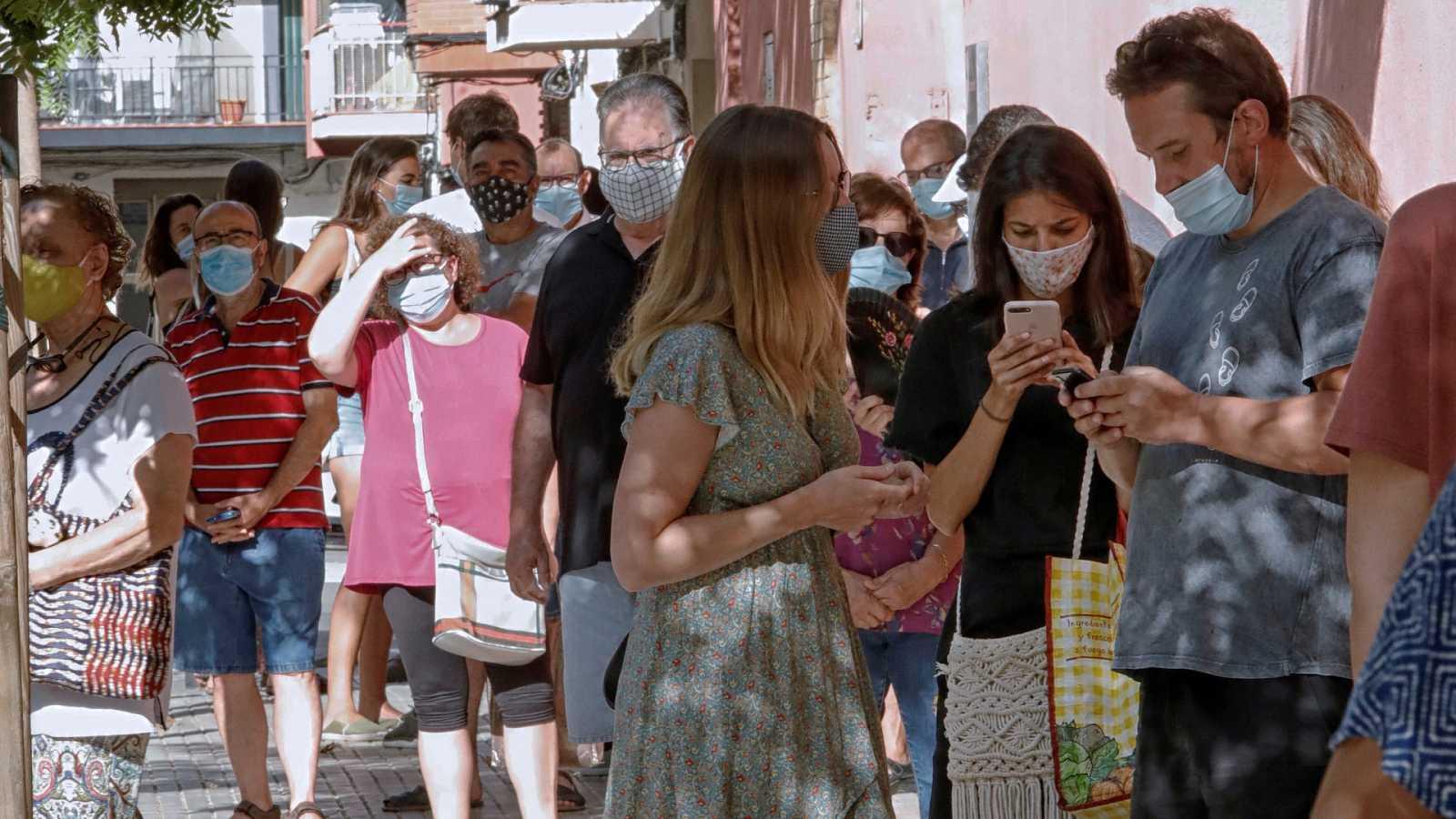 Boletines RNE - Sanidad registra 1.418 contagios y 5 fallecidos en las últimas 24 horas - Escuchar ahora
