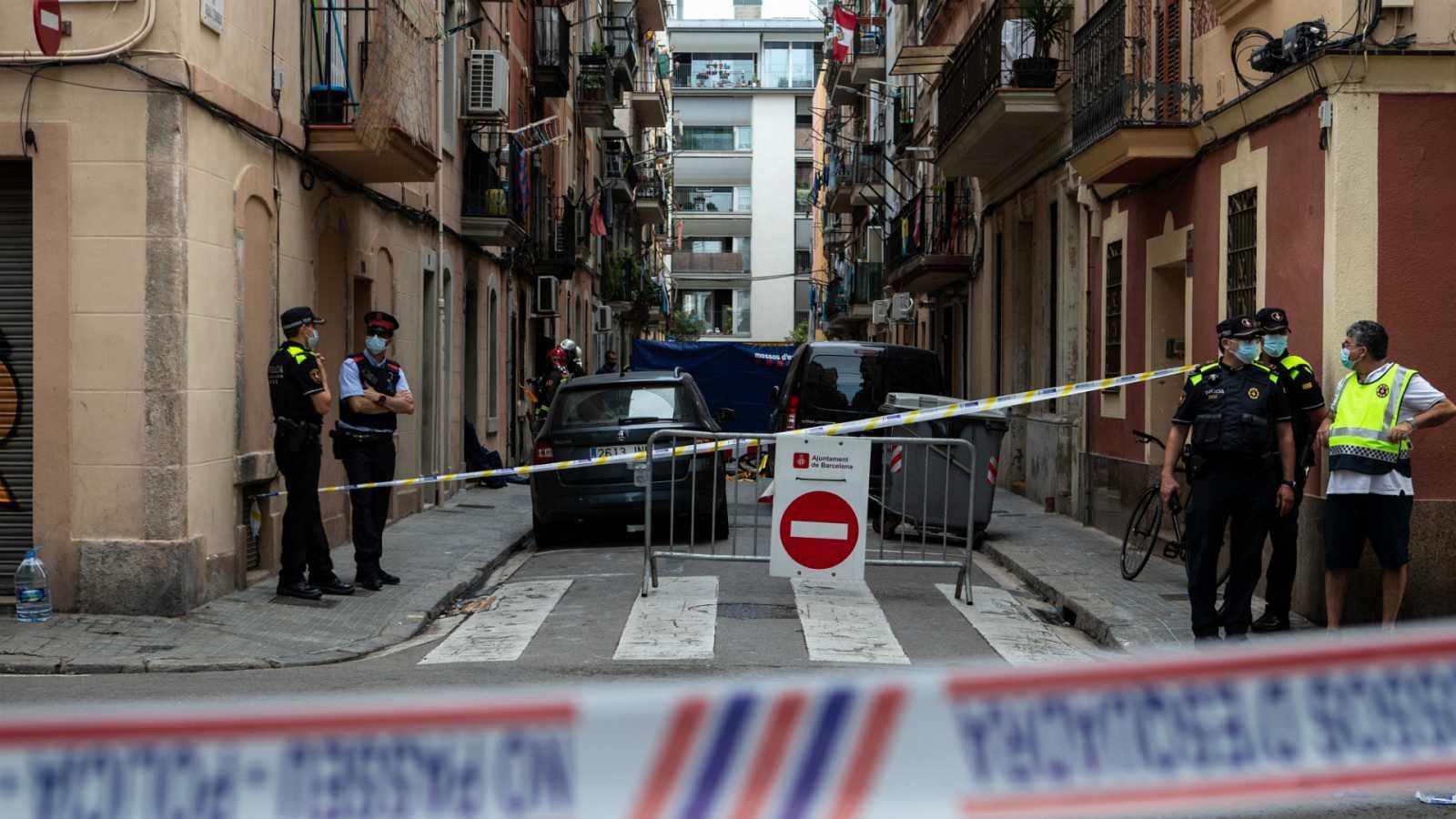 14 horas - Tres muertos y cuatro heridos en un incendio en Barcelona - Escuchar ahora