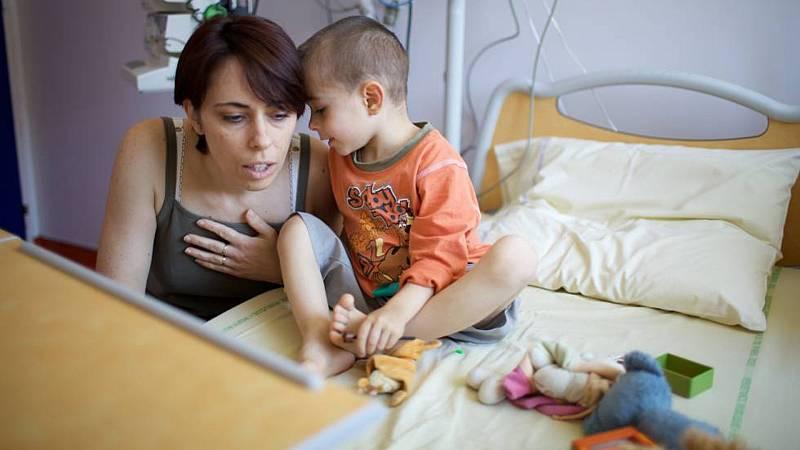 Mamás y papás - Niños en los hospitales, cuidados para toda la familia - 15/08/20 - Escuchar ahora