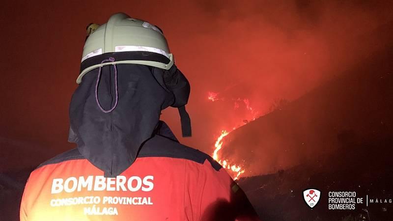 España a las 8 Fin de Semana - Desalojados 50 vecinos de dos urbanizaciones por un incendio en Málaga - Escuchar ahora