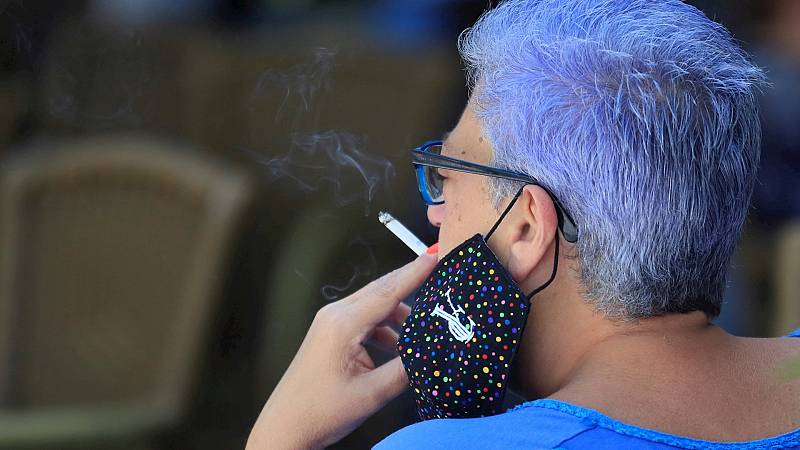 14 horas - Un juez anula la orden de la Comunidad de Madrid que prohíbe fumar al aire libre si no se cumple la distancia de seguridad - Escuchar ahora