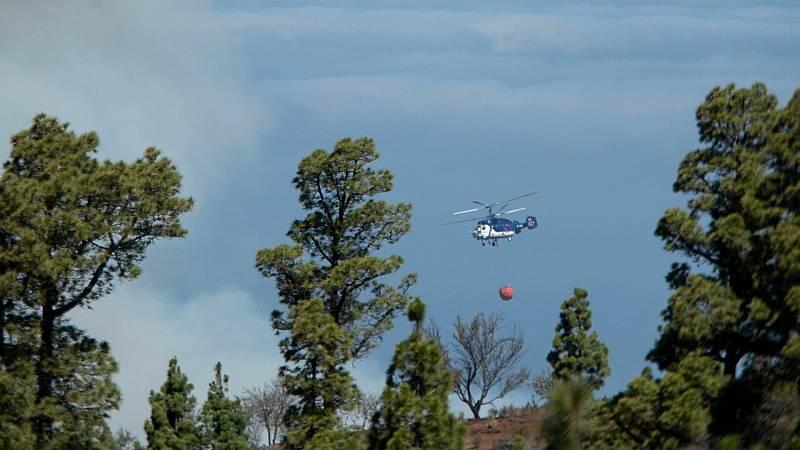 14 horas fin de semana - La Guardia Civil busca en La Palma a un posible pirómano mientras se reduce el incendio - Escuchar ahora