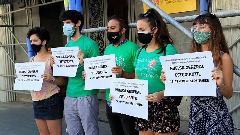Boletines RNE -  Huelga estudiantil en septiembre por lo que consideran pasividad del Ministerio de Educación - Escuchar ahora