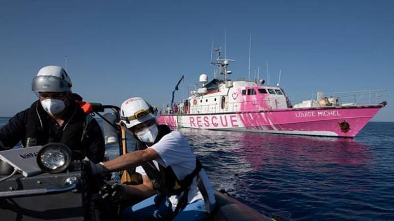 14 horas fin de semana - El barco humanitario financiado por Banksy pide ayuda con 219 migrantes a bordo - Escuchar ahora
