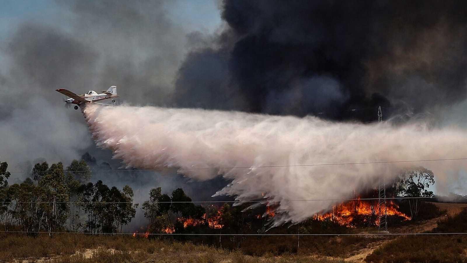 24 horas fin de semana - 20 horas - Mejoran las condiciones para controlar en las próximas horas el incendio de Huelva, el más importante de Andalucía - Escuchar ahora