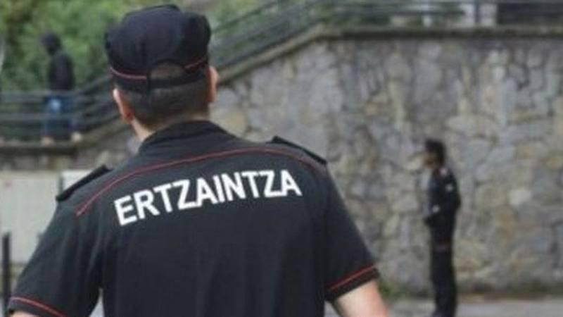 24 horas fin de semana - 20 horas - Siete menores implicados en la agresión sexual a una menor en Vitoria que investiga la Ertzaintza - Escuchar ahora