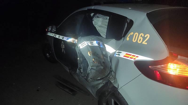 Boletines RNE - Dos Guardias Civiles heridos al ser embestidos por un vehículo que transportaba droga en Estepona - Escuchar ahora