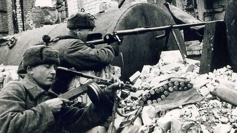 Reportajes 5 Continentes - Segunda Guerra Mundial: la batalla de Stalingrado - Escuchar ahora