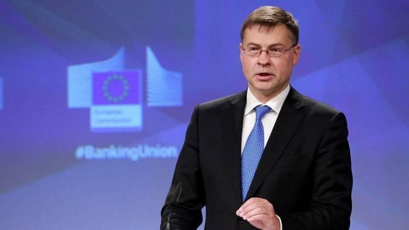 Europa abierta - Dombrovskis se hace con la cartera de Comercio y sale reforzado - escuchar ahora
