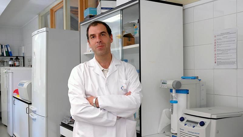 """Las mañanas de RNE con Íñigo Alfonso - David Escors: """"Cuanto menos se tarda en el desarrollo de una vacuna, más riesgos existen"""" - Escuchar ahora"""