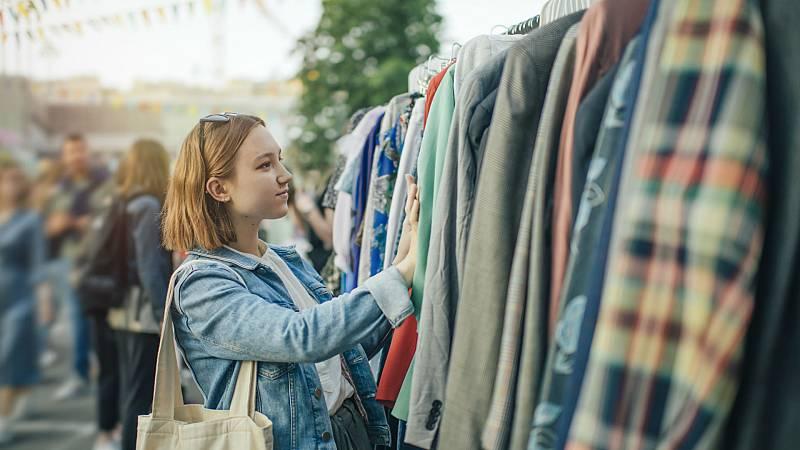 24 horas - El auge de los negocios de ropa de segunda mano - Escuchar ahora