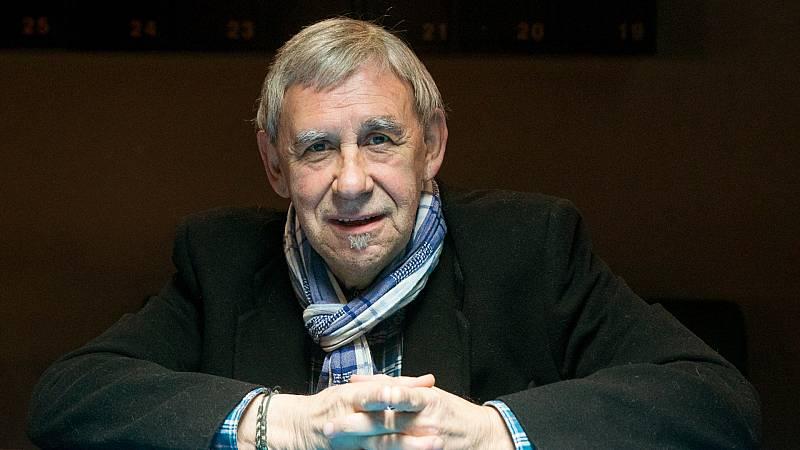 Boletines RNE - Fallece el cantautor y periodista Joaquín Carbonell a los 73 años - Escuchar ahora