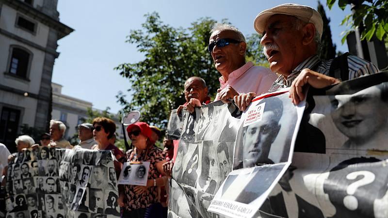 Así es el anteproyecto de Ley de Memoria Democrática que aprueba hoy el Gobierno: impulso a la exhumación de fosas, anulación de sentencias franquistas e ilegalización de la Fundación Francisco Franco - Escuchar ahora