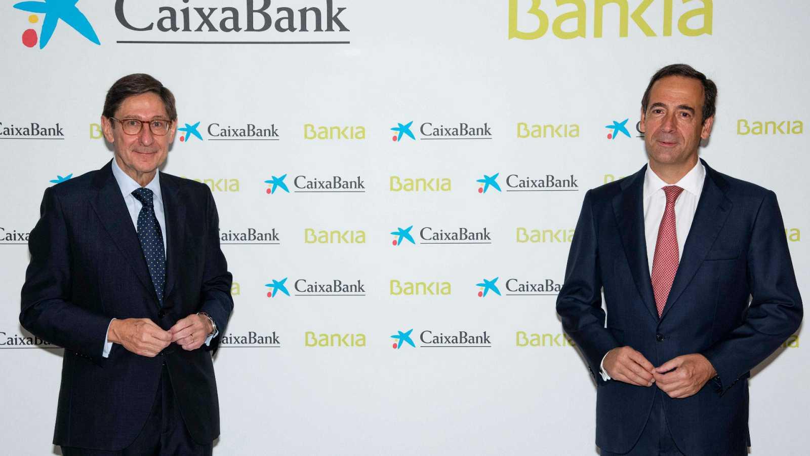 Boletines RNE - Los directivos de CaixaBank aseguran que la fusión beneficia al accionista - Escuchar ahora