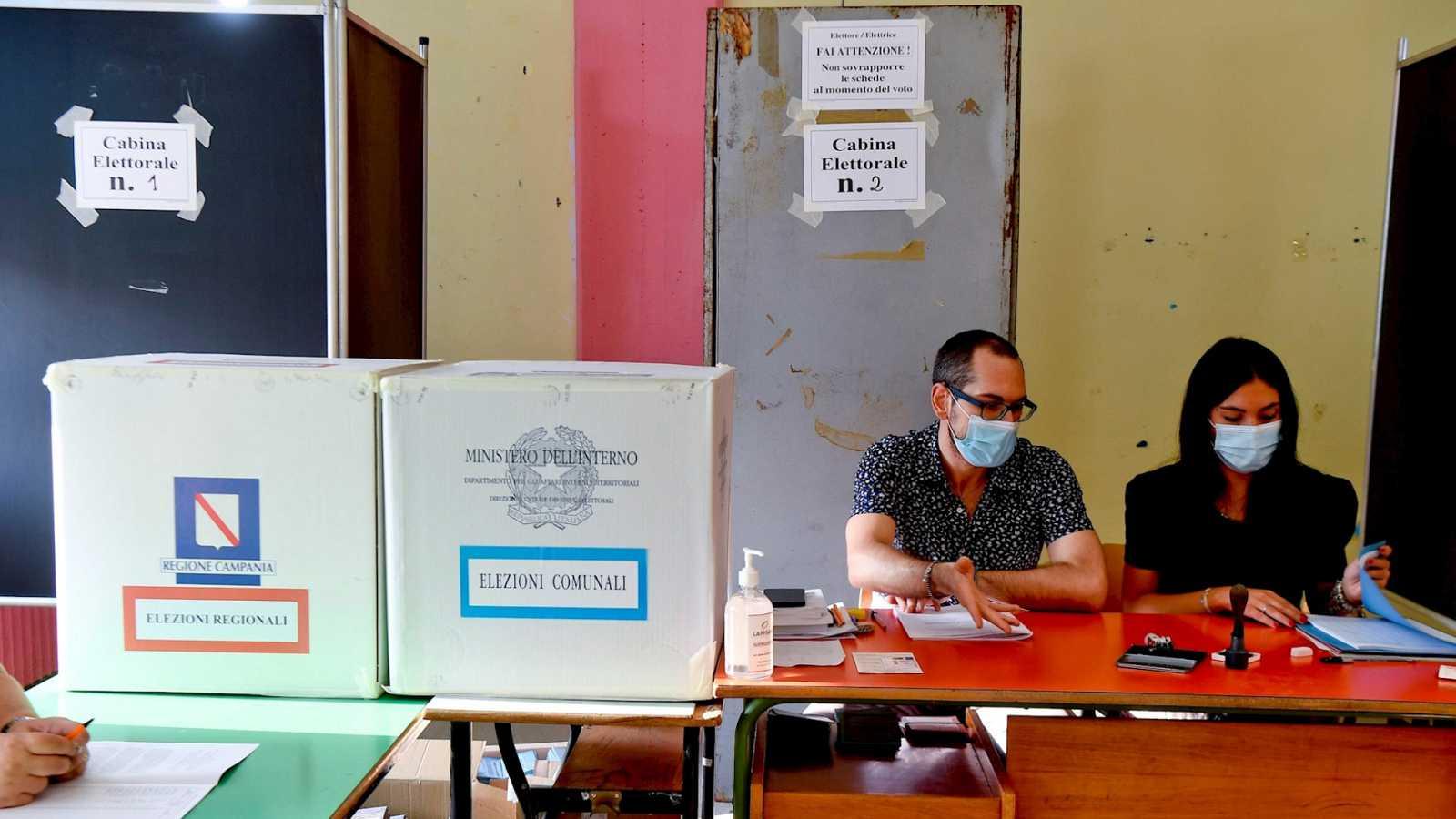 14 horas Fin de Semana - Italia vota en referéndum si reducir en un tercio el número de senadores y diputados - Escuchar ahora