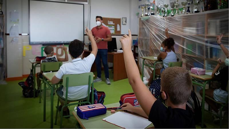 14 horas - Educación elimina el requisito del máster de profesorado para dar clase durante la epidemia - Escuchar ahora