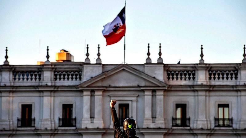 Reportajes 5 Continentes - Falta un mes para el referendum en Chile - Escuchar ahora