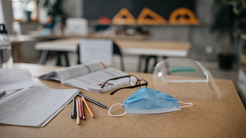 Reportajes en R5 - La vuelta a las aulas en medio de la pandemia: dos semanas en un colegio de Vallecas - Escuchar ahora