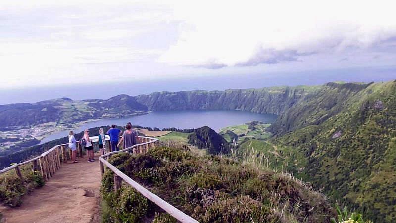 Las mañanas de RNE con Pepa Fernández- Quicosas - Viajamos mentalmente a la Isla de Faial - Escuchar ahora