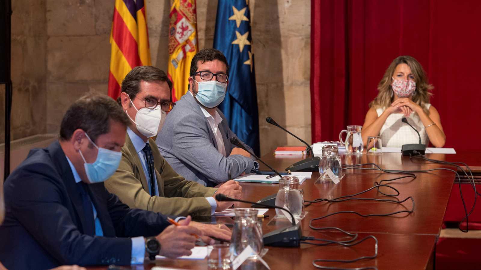Boletines RNE - La CEOE apoya el acuerdo entre sindicatos y Gobierno para prorrogar los ERTE hasta el 31 de enero - Escuchar ahora