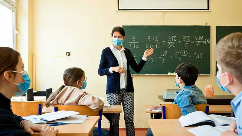 14 horas - Colegios españoles: muchos alumnos por aula y pocos dispositivos electrónicos, según el informe PISA - Escuchar ahora