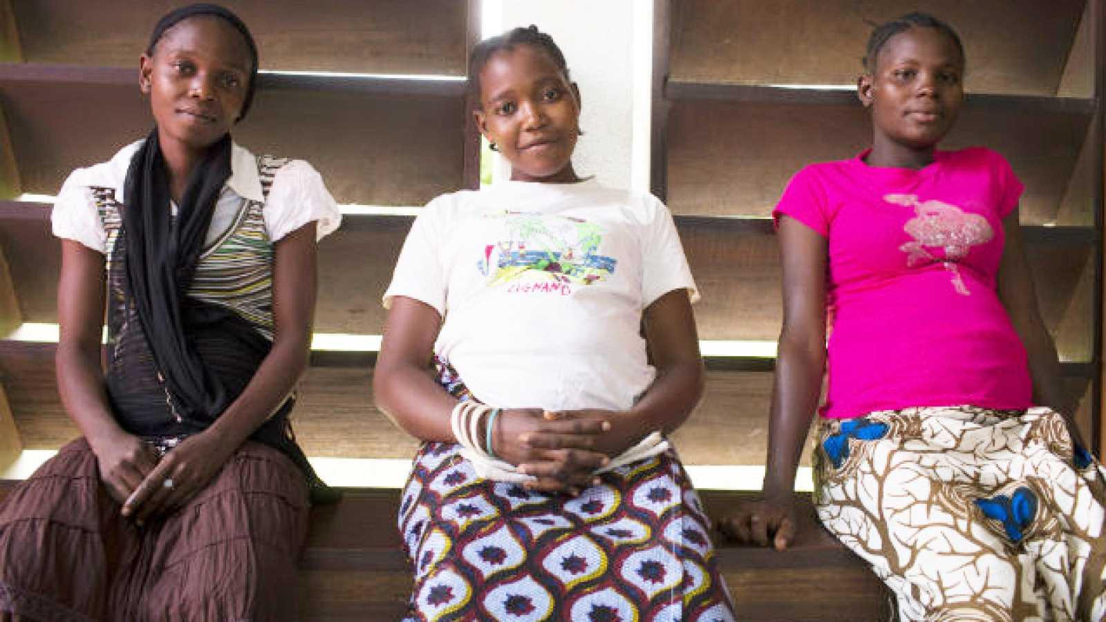 África hoy - 13.000 adolescentes africanas tienen que dejar los estudios a causa de su embarazo - 30/09/20 - escuchar ahora