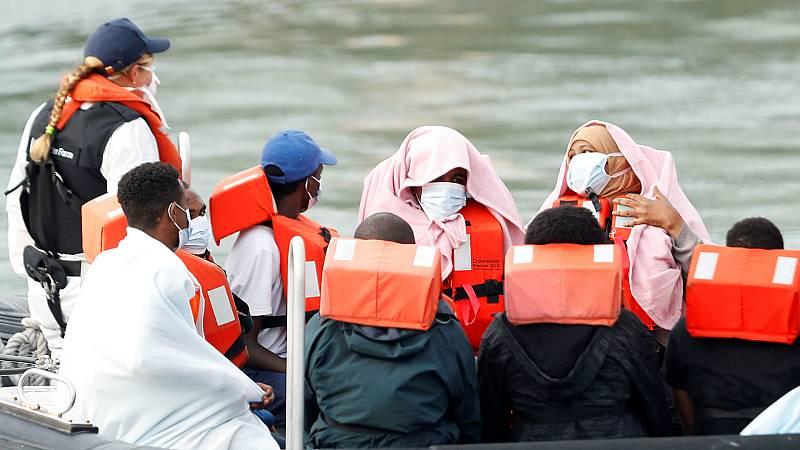 14 horas - Reino Unido baraja crear centros de detención en barcos para que los migrantes tramiten desde allí sus peticiones de asilo - Escuchar ahora