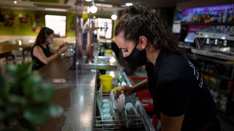 Boletines RNE - El paro se reduce en 26.329 personas en septiembre a pesar de la pandemia - Escuchar ahora