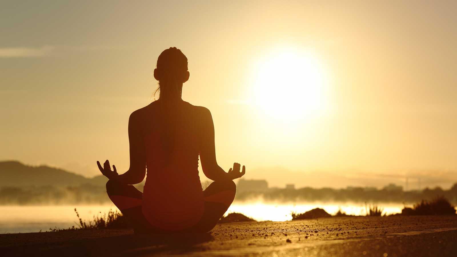 Asia hoy - Yoga en Casa Asia - 05/10/20 - escuchar ahora