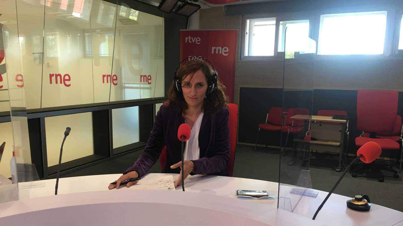 """Mónica García: """"Estamos en la misma tesitura que cuando pasamos a la fase 1, detrás de una estrategia política y no epidemiológica"""" - Escuchar ahora"""