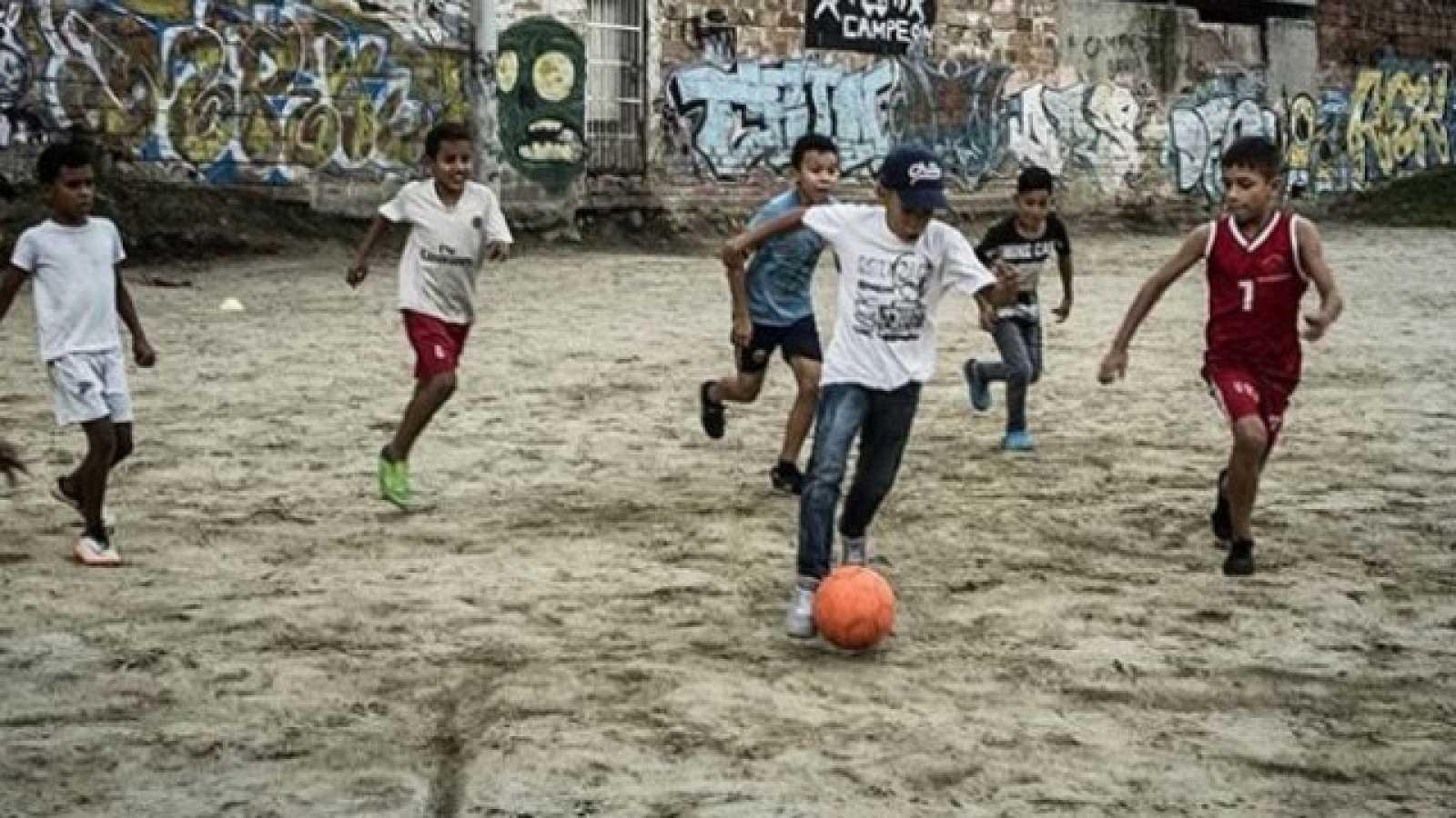 Hora América - DOC FC. Documental de fútbol callejero - escuchar ahora