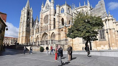 Boletines RNE - La Justicia de Castilla y León ratifica los confinamientos perimetrales de Palencia, León y San Andrés del Rabanedo - Escuchar ahora